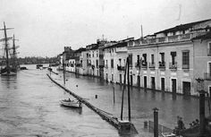 El río Guadalquivir inundando el barrio de Triana en el año 1904