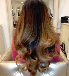 IN LOVE with this colour and the bouncy curls, think I'll have to visit the hair dressers and get this done!