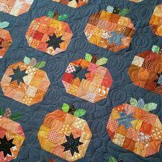 Cute Quilts, Scrappy Quilts, Mini Quilts, Pumpkin Quilt Pattern, Patchwork Quilt Patterns, Quilting Patterns, Quilting Ideas, Halloween Quilt Patterns, Halloween Quilts