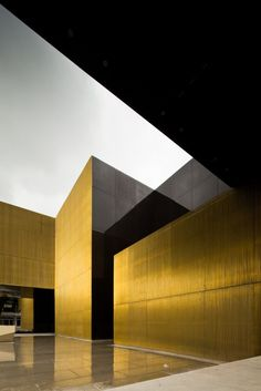 Pitagoras Arquitectos: The coatings, a grid of metal profiles in brass and glass surfaces chromatised on ventilated façades, accentuates a range of textures that is intended display, more dense and opaque in the majority of faces in the case of the metal structure, and transparent when it covertly comes to glass surfaces that intentionally conceal the few openings that the building comprises.