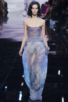 Armani Privé Spring 2016 Couture Fashion Show / défilé de mode printemps 2016 #mode