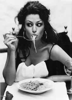 Spectacular al fresco lunching with Melbourne at your feet, pasta on your fork, wine in your glass and joy in your heart. Italian People, Italian Girls, Italian Lady, Italian Beauty, Italian Style, Sophia Loren, Trattoria Italiana, Spaghetti, Italian Lifestyle