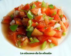 """PICADILLO:  Ya se que es una receta conocida por todos o casi todos, pero no podía faltar en este blog de cocina.  Es un aliño típico de Andalucía. En Sevilla se le llama """"picadillo"""", en Cádiz """"piriñaca"""", en Huelva """"almorraque"""", en Granada """"pipirrana"""" y en Jaén """"cascaflote"""".   Se puede tomar sola o se le puede agregar atún en conserva.  Puede acompañar a pescados a la parrilla, marisco en salpicón o a las huevas cocidas."""