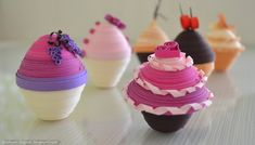 Paper muffins by cridiana on DeviantArt Quilling Cake, Quilling Dolls, New Crafts, Crafts For Kids, Paper Quilling Designs, Quilling Ideas, Paper Folding, Book Folding, Paper Art