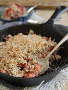 Paleo strawberry ginger crisp. Grain gree, gluten free, dairy free strawberry crisp perfect for a healthy dessert craving.
