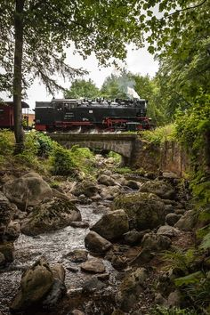 Steam train going over a bridge Rail Train, By Train, Train Car, Train Tracks, Train Rides, Old Steam Train, Love Background Images, Train Table, Old Trains