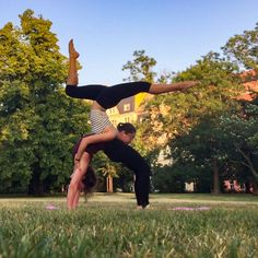 """83 Me gusta, 5 comentarios - @natalienrc en Instagram: """"Some duo ground and aerial stuff with @fina._.m Sorry for the crappy quality! But yay for finding…"""" #partneryoga"""