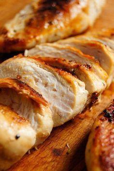 Super patent na soczystą pierś z kurczaka za każdym razem (2 składniki) - Wilkuchnia Meat Recipes, Chicken Recipes, Cooking Recipes, Delicious Dinner Recipes, Yummy Food, Frango Chicken, Work Meals, Best Appetizers, Diy Food