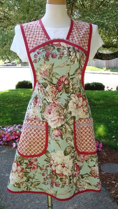 Vintage Look Floral Print Apron by ApronStringsandmore on Etsy, $32.95