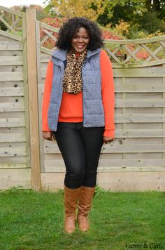 This vest! How to wear a puffer vest : Plus size fashion for women : how to wear a red skinny jeans. Looks Com Jeans Skinny, Red Skinny Jeans, Vest Outfits, Cute Outfits, Fashion Outfits, Ladies Outfits, Fashion Ideas, Plus Size Fashion For Women, Plus Fashion