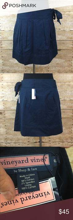 """Vineyard vines """"rally"""" skirt Navy blue has removable tie at side (removable by two buttons on interior) has side zip closure -super cute and simple, has tags; bundle 2 items in my closet and save 15% Vineyard Vines Skirts Mini"""