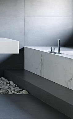 Country house with contemporary marble bath in Svetlogorye