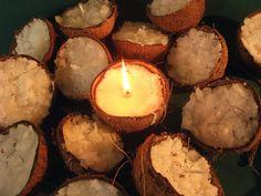 Velas feitas dentro da casca no coco. <br>Garante um lindo e original efeito, deixando sua festa inesquecível! <br>Dimensões e peso da vela variavel conforme o tamanho da casca da fruta disponivel