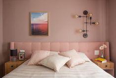 Quarto de casal: como combinar parede, cabeceira da cama e mesas laterais Deco Restaurant, Sala Grande, Bath And Beyond Coupon, Malm, Entertainment Center, Floating Nightstand, Ikea, Living Room, Bedroom
