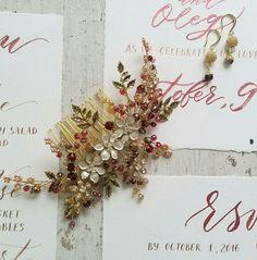 Купить или заказать Свадебный гребень для прически   Гребень свадебный в волосы в интернет-магазине на Ярмарке Мастеров. Свадебные украшения, свадебный гребень, гребень для невесты, украшение свадебной прически, гребень свадебный, украшение в волосы для невесты, гребень для прически невесты. Гребень для невесты сплетен из ювелирной проволоки с использованием хрустальных бусин бордового и бежевого цвета, кристаллов, металлических элементов, Основа гребня золотого цвета.