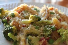 Recipe for spaghetti squash with grilled chicken, sundried tomatoes, broccoli, and peas