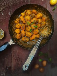 A Glutenfree simple vegetarian recipe which can easily be transformed to vegan by doing almost nothing. Made with baby potatoes and green chutney together, this recipe can be cherished as a starter in kity or potluck or as a dry vegetable with flat breads/roti.