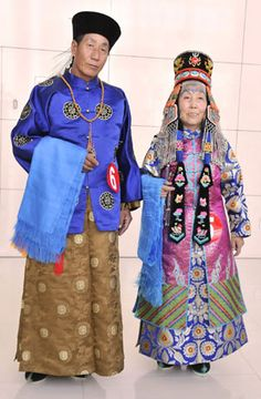 Models display the elder's costume of Mongolian ethnic group from Ordos during a cultural festival in Hohhot, capital of north China's Inner Mongolia Autonomous Region, June 13, 2009. (Xinhua/Li Xin)