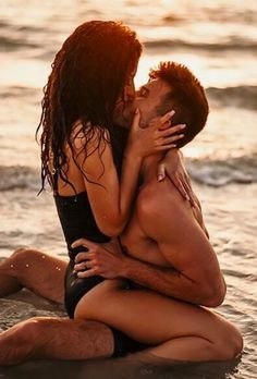 Honeymoon is a fabulous time. Check out best honeymoon photo ideas and save the memories of the best journey in your life. Couple Beach Pictures, Honeymoon Pictures, Vacation Pictures, Honeymoon Ideas, Vacation Photo, Honeymoon Destinations, Beach Foto, Couples Beach Photography, Travel Photography