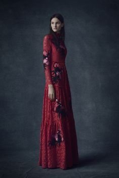 Erdem Pre-Fall 2016 Fashion Show Collection: See the complete Erdem Pre-Fall 2016 collection. Look 23 Fall Fashion 2016, Fashion 2017, Fashion News, Runway Fashion, Fashion Models, High Fashion, Fashion Show, Autumn Fashion, Fashion Design