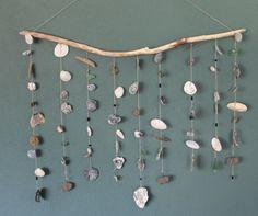 Hanger met schelpen, kralen, drijfhout, stenen en zeeglas. Geeft jouw muur direct een gezellige ibiza strandsfeer. In onze webshop hebben we verschillende ..