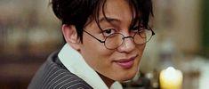 yoo ah in gif Asian Actors, Korean Actors, Dramas, Disney Phone Wallpaper, Yoo Ah In, Kdrama Memes, Piano Man, Korean Fashion Men, The Secret History