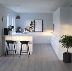White black – Kitchen decor ideas - Home Decor ideas Kitchen Room Design, Modern Kitchen Design, Home Decor Kitchen, Interior Design Kitchen, New Kitchen, Home Kitchens, Kitchen Black, Modern Design, Küchen Design