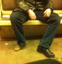 28 hilarious pictures of ludicrous people riding the subway - Crazy People Stupid People, Crazy People, Funny People, Picture Blog, Crazy Outfits, Laugh At Yourself, Funny Animal Pictures, Hilarious Pictures, Old Tv