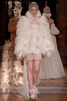 Alexander McQueen Fall 2013 Ready-to-Wear Collection Slideshow on Style.com