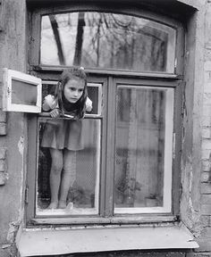 Anne Fishbein - Young Girl at Window. Yaroslavl, Russia. On the Way Home. First ed