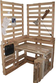 Pallet desk or I'd use as planting table. Pallet Desk, Pallet Crates, Old Pallets, Recycled Pallets, Wooden Pallets, Pallet Furniture, Furniture Making, Pallet Tables, Pallet Wood