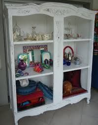 Resultado de imagen para ropero antiguo con espejo reciclado China Cabinet, Bookcase, Shelves, Storage, Furniture, Home Decor, Beveled Mirror, Recycled Mirrors, Old Furniture