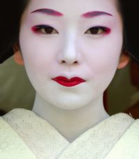 asian art + geisha images | In reference to my previous post on How to Apply Geisha Makeup , I ...
