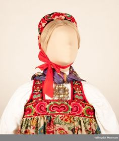 no - folk dress from Hallingdal (inland and near to Bergen) Bergen, Museum, Norway, Dresses, Folk, Fashion, Pictures, Gowns, Moda
