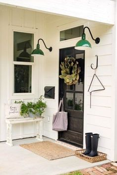 Beautiful Farmhouse Front Door Design Ideas And Decor – Decorating Ideas - Home Decor Ideas and Tips - Page 24 Small Front Porches, Farmhouse Front Porches, Front Porch Design, Front Porch Lights, Entryway Lighting, Porch Lighting, Barn Lighting, Entryway Decor, Entryway Ideas