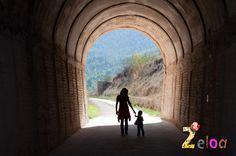 La Vía verde de Alcoy es una ruta ideal para hacer una excursión con niños por la naturaleza. Es preciosa, llena de túneles y viaductos y muy cómoda.