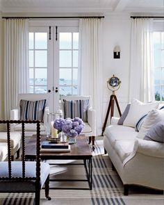 White with navy blue living room designed by James Radin (Photo: Cote de Texas)