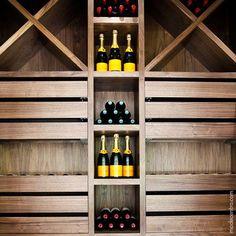 Esse suporte pra vinhos fica bem em vários tipos de ambientes, contanto que esteja sempre cheio!