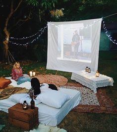 Ideas Backyard Movie Night Date Back Yard Backyard Movie Nights, Outdoor Movie Nights, Outdoor Movie Party, Backyard Movie Party, Outdoor Spaces, Outdoor Living, Outdoor Decor, Zelt Camping, Fun Sleepover Ideas
