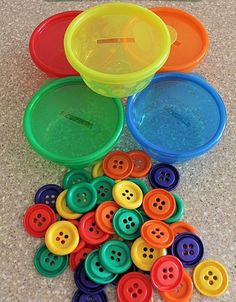 Button Sorting Cups – What a brilliant idea for your toddler/preschooler! Adding… Button Sorting Cups – What a brilliant idea for your toddler/preschooler! Adding this to our collection of activities to promote fine-motor skills and color recognition! Kids Crafts, Toddler Crafts, Preschool Crafts, Family Crafts, Toddler Preschool, Montessori Toddler, Preschool Ideas, Preschool Learning Colors, Fun Learning
