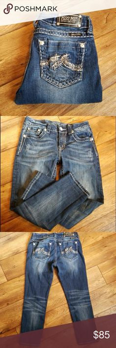 """Miss Me Boyfriend Capri Jeans Hot miss mes in excellent condition. Inseam approx 24"""". Size 26. Miss Me Jeans Ankle & Cropped"""