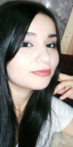 Maquillaje con toque azul marino en los ojos