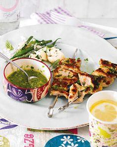 Putenspiesse mit Kräuter-Mandel-Pesto