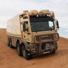 Unimog as Expedition Camper? Bus Camper, Cool Trucks, Big Trucks, Off Road Rv, Cool Rvs, Bug Out Vehicle, Terrain Vehicle, Expedition Vehicle, Military Vehicles