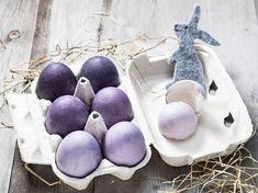 Les tons clairs apparaissent au bout de quelques minutes et les tons plus foncés après 30 minutes. Tons Clairs, Blueberry, Fruit, Diy Ideas, Crafts, Pink, Natural Dyeing, Kitchens, Green Eggs