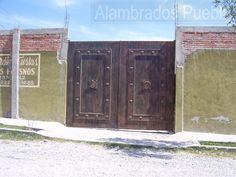 Resultado de imagen para portones de madera rusticos chile