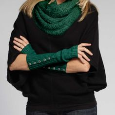 #fashiontakesaction @INDIGENOUS  Women's organic cotton button cuff gloves. Eco fashion.