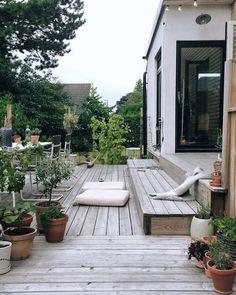 √ Best Garden Decor Design and DIY Ideas - Garten/Scheune - Garden Deck Outdoor Spaces, Outdoor Living, Outdoor Decor, Amazing Gardens, Beautiful Gardens, Pergola Diy, Pergola With Roof, Cheap Pergola, Pergola Plans