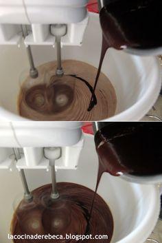 Receta con fotografías paso a paso para preparar galletas de chocolate tipo brownie