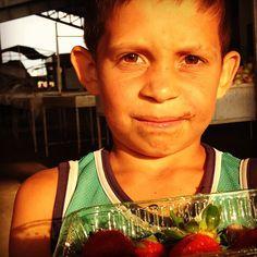 Guri da feira de Campina Grande, Paraíba. Foto de Chris Alcazar